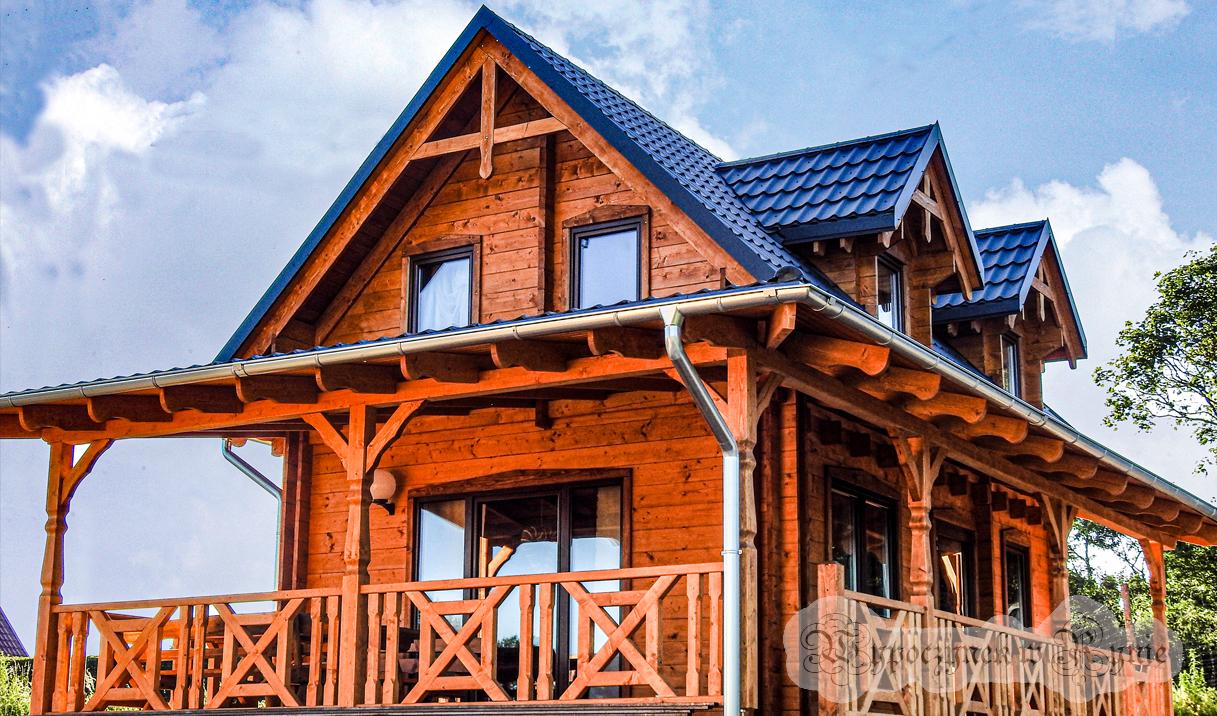 Piętrowy domek drewniany